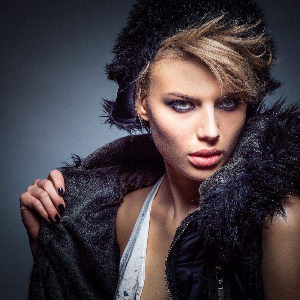 fashion-woman-model-portrait